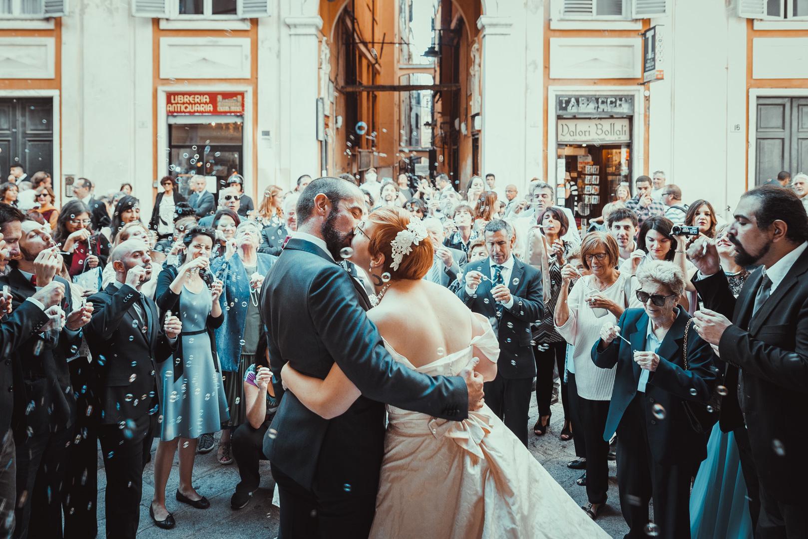 Lancio bolle di sapone sugli sposi